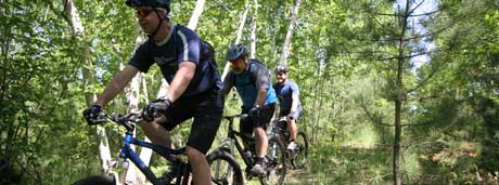 picture of mountain bikers on laurentian trail